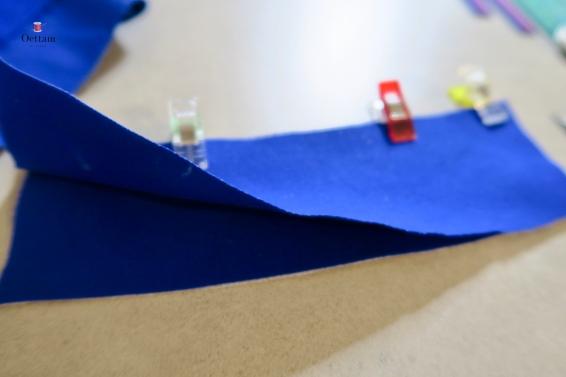 épinger ensemble par paires les pièces de la ceinture devant, endroit contre endroit et piquer ensemble leur bord supérieur