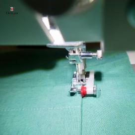 Plier les marges de couture des autres bords vers l'envers, puis épingler les poches aux dos